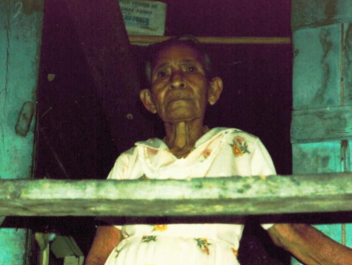Dona Estefana, Bario Brick Bay, Roatan, Honduras